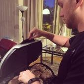 Food prep - Skjalg mans the grill